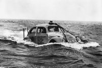 vw-beetle-brouk-plave-floating